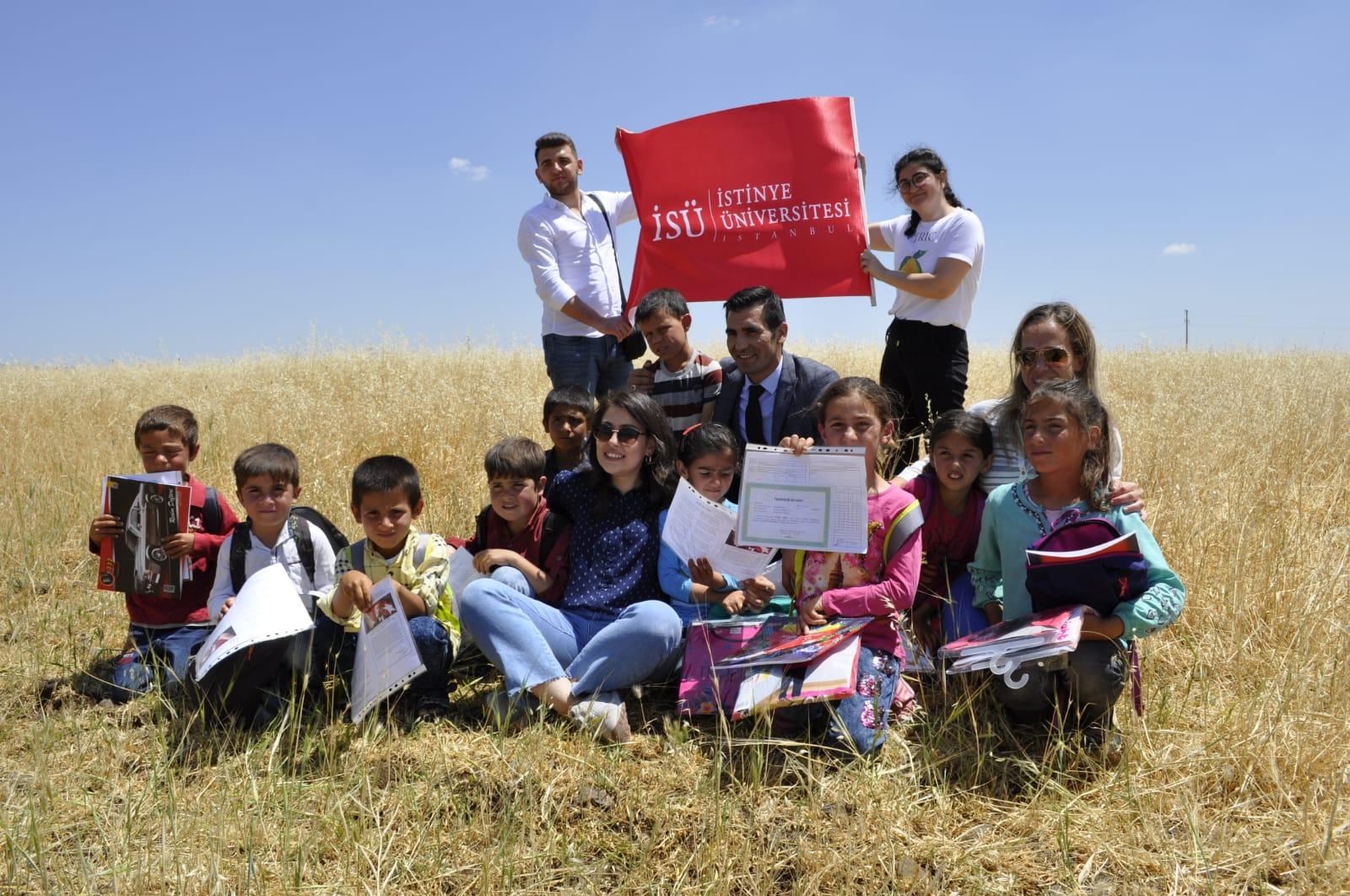 """İstinye Üniversitesi'nden """"Bir Çanta Bir Gülücük"""" Sosyal Sorumluk Projesi"""