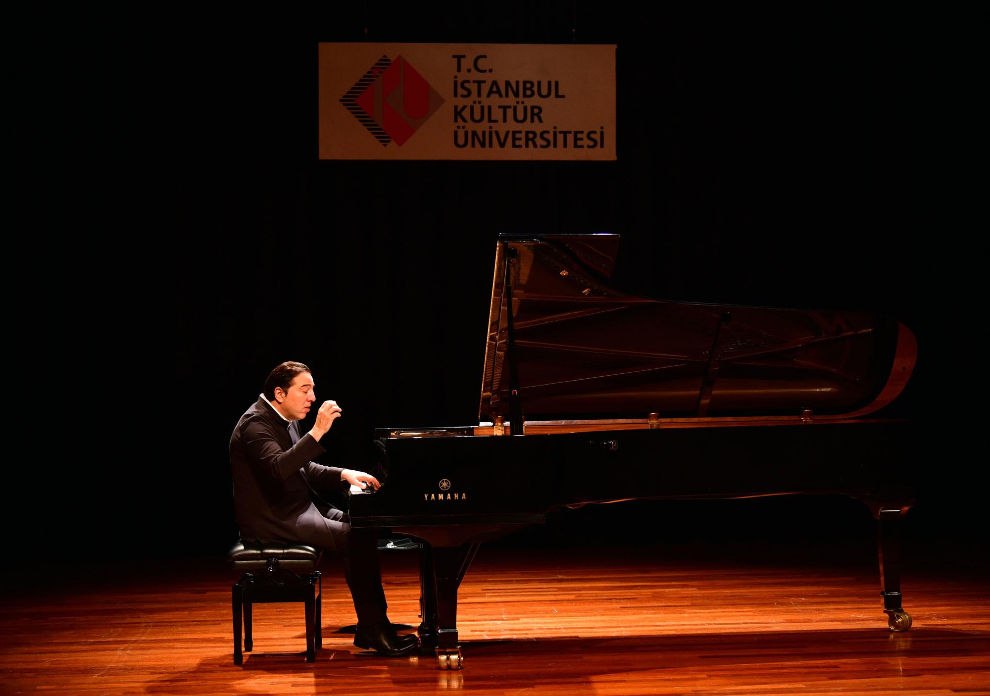 İstanbul Kültür Üniversitesi dünyaca ünlü besteci ve piyanist Fazıl Say'ı konuk etti.