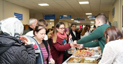 Trakya Üniversitesi Depremzede Öğrencileri için Kermes Düzenledi