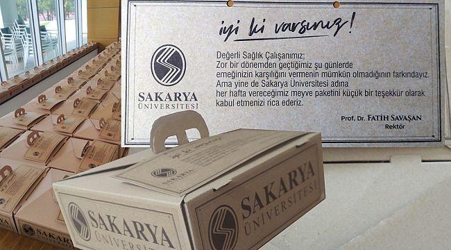 Sakarya Üniversitesi – Rektör Savaşan'dan Sağlık Çalışanlarına Jest