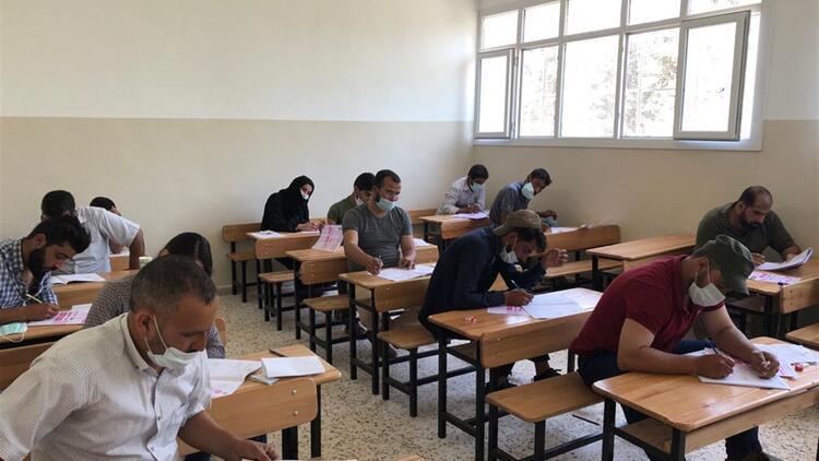 Suriyeli öğrenciler üniversiteli olmak için ter döktü