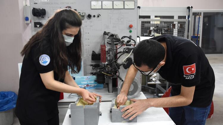 Öğrenciler uçan araba tasarımını hayata geçirmeyi planlıyor