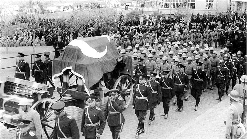 Ankara Üniversitesi, Büyük Önder Atatürk için düzenlenen cenaze törenlerinin fotoğraflarını paylaştı