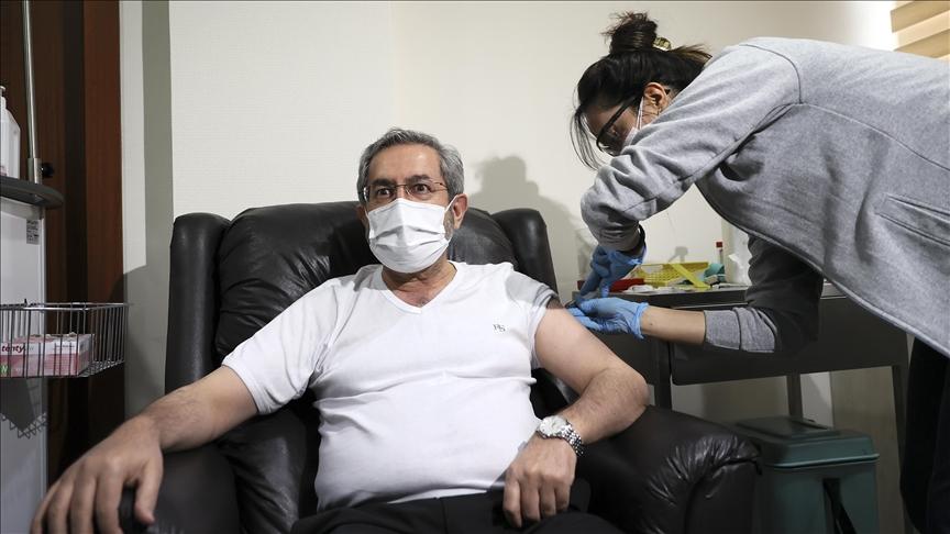 Ankara Üniversitesi Rektörü Prof. Dr. Ünüvar, Kovid-19 aşısı yaptırdı: Sadece kendimi değil toplumu da korumuş oluyorum