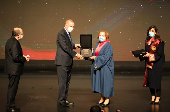 Eczacılık Fakültesi öğretim üyesi Prof.Dr. Fatma Nevin ÇELEBİ Yüksek Öğretim Kurulu'ndan Ödül