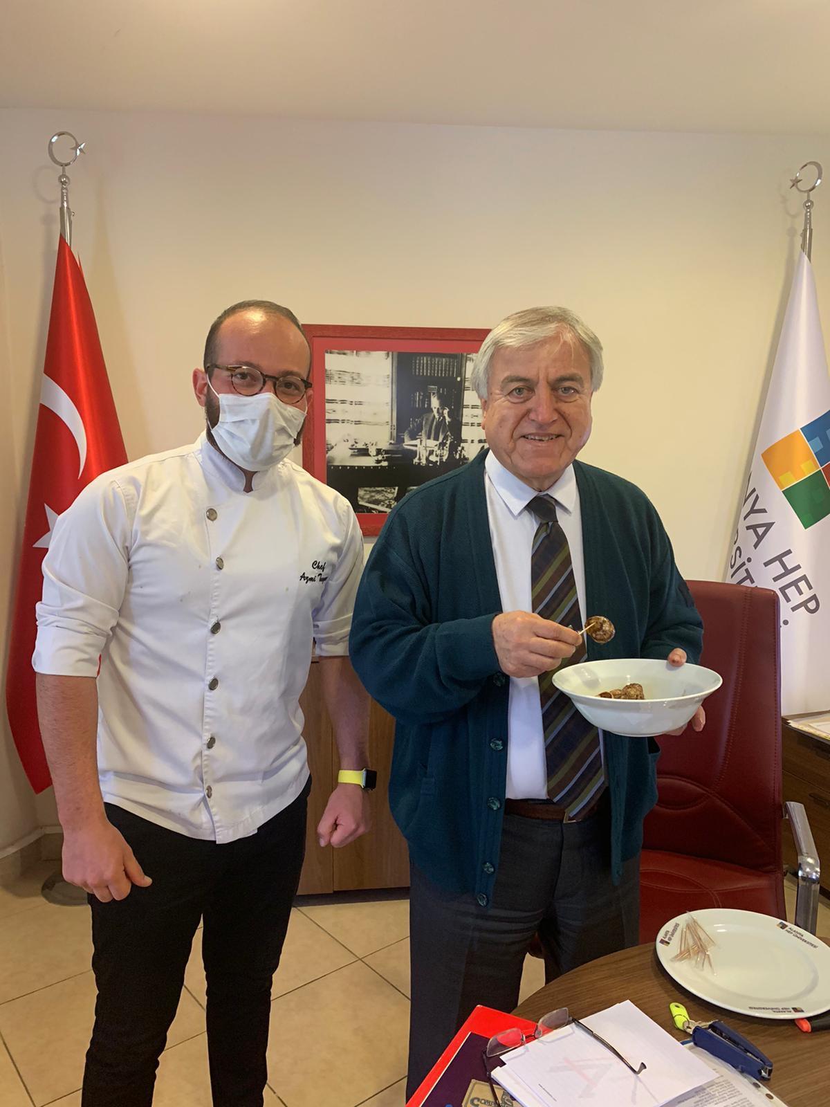 Prof.Dr. Ali Ekrem Özkul'a Salyangoz İkramı