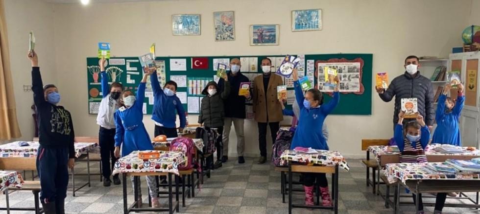 Bakan Kasapoğlu'ndan Öğrencilere Kitap